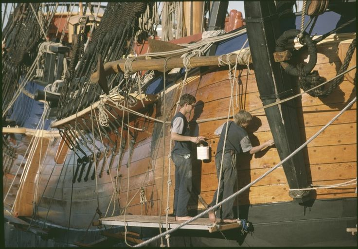 146832PD: Volunteers paint the Endeavour Replica during her construction in Fremantle, 1983 https://encore.slwa.wa.gov.au/iii/encore/record/C__Rb4284958