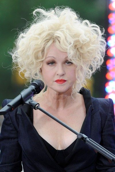 Cyndi Laupers wild, curly hairstyle