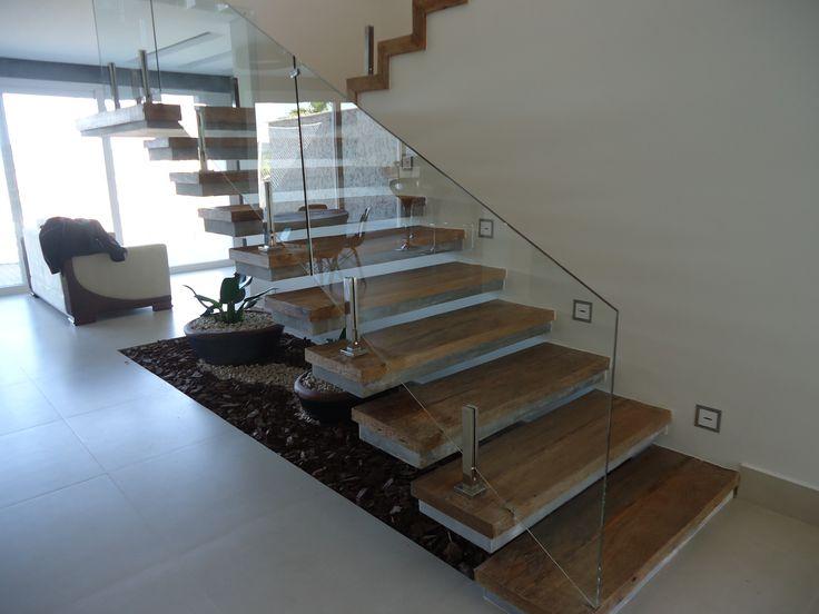 Escada Balanceada Com Acabamento Em Cimento Queimado E