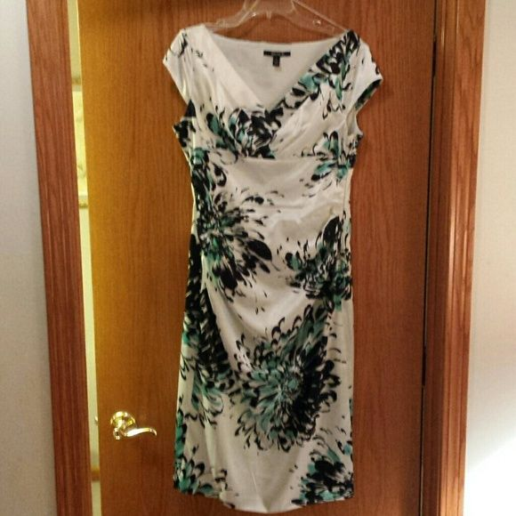 Satin flowery dress Never worn stain flowery dress. Flattering to the figure Suite 7 Dresses