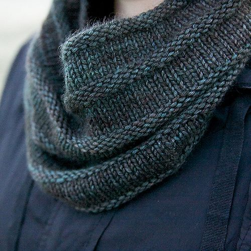 Easy Cowl Knitting Patterns : 2552 best images about Agujas on Pinterest Free pattern, Knitted shawls and...