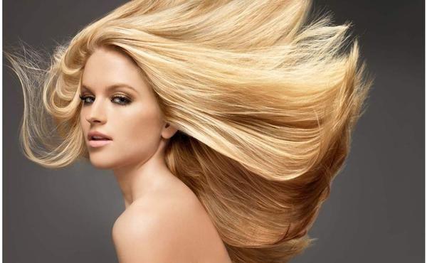 Mantén el tono rubio de tu cabello Este shampoo es bueno para todos los tipos de cabello, pero especialmente para el cabello rubio porque la manzanilla mejorar