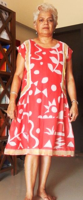 Summer dress, red cotton wit gold border and cap sleeves