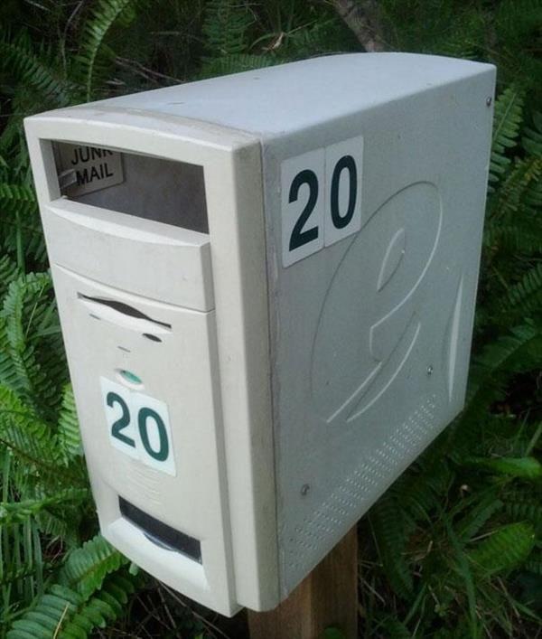 Vecchio computer da buttare? Ora è la nuova cassetta della posta! :)