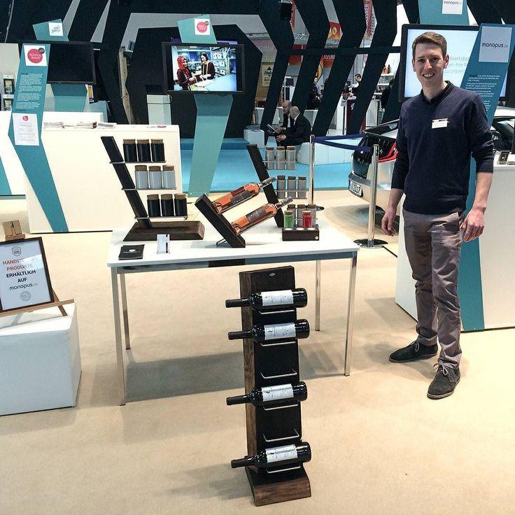 Endspurt! Am letzten Tag der IHM Internationale Handwerksmesse haben wir Fritzsche Design mit stilvollen Wohnaccessoires im Schlepptau. Kommet und staunet! #messe #münchen #handwerk #metallbau #wohnaccessoires #invinoveritas #wein #weinständer #Küche #organisieren #Regal #Holz #metall #ichundmeinholz #wohnen #stil #madeingermany #design #ihm2017