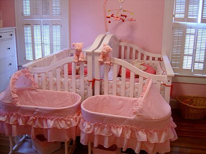 never thought of putting cribs back to back for twins, this is adorable