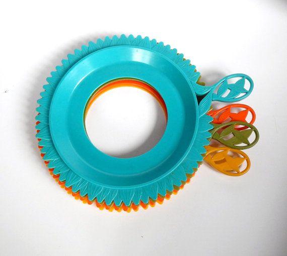 Plastic Plate Holder - Vintage Plate Mate - Flower Plate Holder - Retro Picnic  sc 1 st  Pinterest & 96 best Very VTG Kitchen Paper Plate Holders images on Pinterest ...
