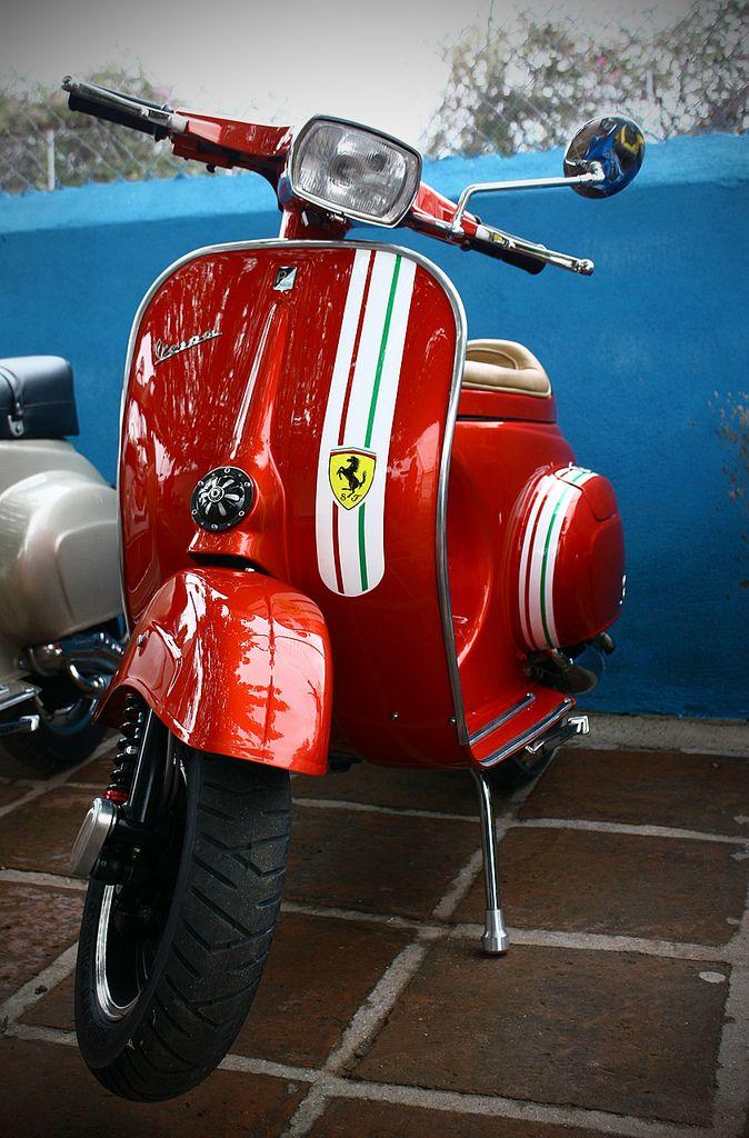 Vespa Primavera - Ferrari paint job.                                                                                                                                                      Más