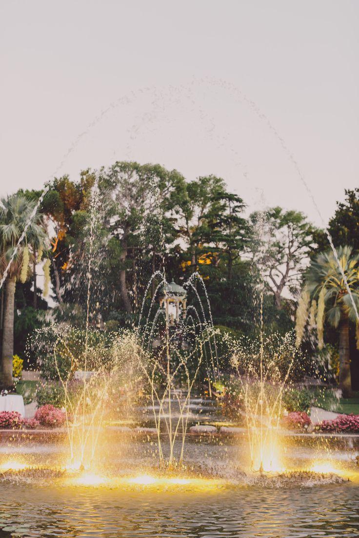 Fountains ad dusk - Villa Rothschild.  Photo Alban Pichon