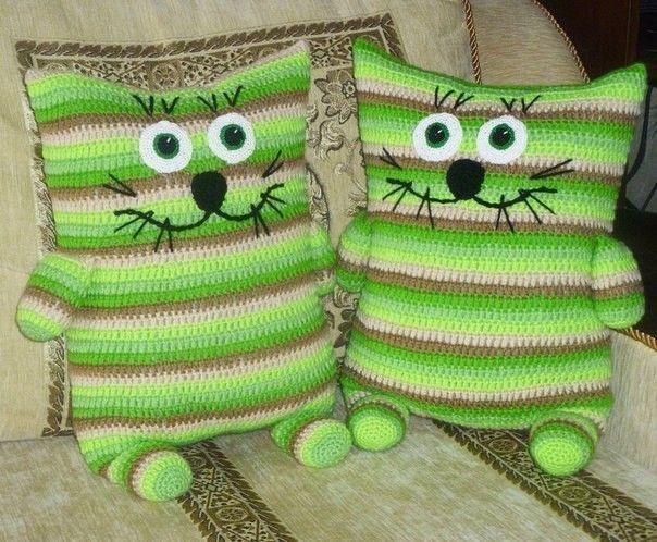 Вязаные подушки- игрушки