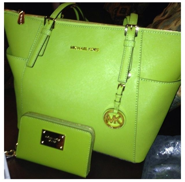 2016 MK handbags!! More than 60% off!!! Pretty cool. 55 USD @feistjuven my daughters favorite color.