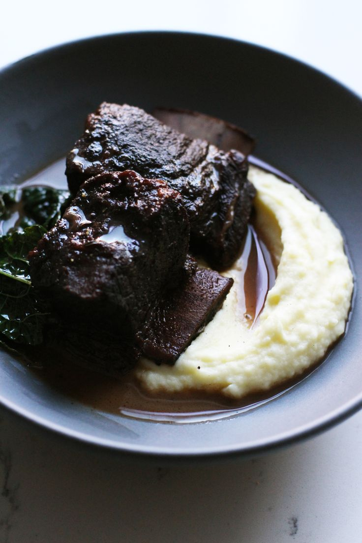 Braised short ribs in wine with mashed potatoes | HonestlyYUM