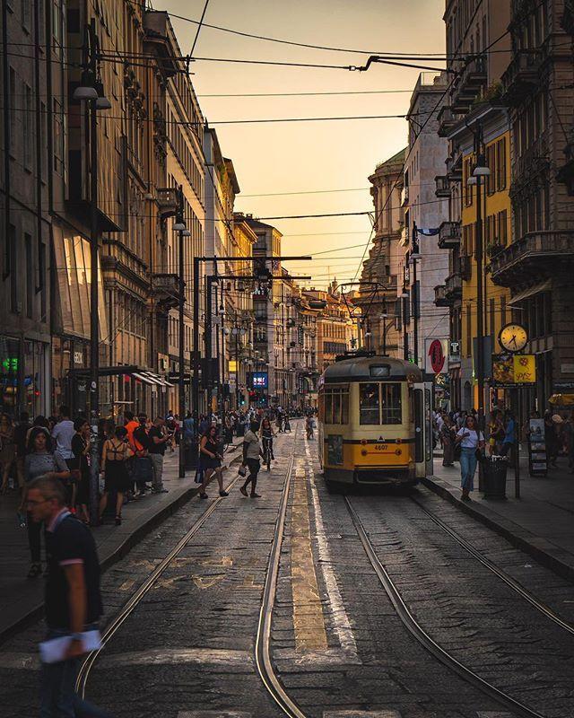 The yellow glow  #mymilano #igersmilano #milano4you #milano #lombardia #italy #ig_milano #nikonitalia #igersitalia #italiainunoscatto #ig_italy #instaitalia #ig_lombardia #ig_italia #italy_vacations #vivo_italia #milanocity #ig_europe #ig_europa #living_europe #instamilano #europe_vacations #cbviews #ig_world_colors #italian_places #worldplaces #theworldshotz #milanodavedere #europe_vacations