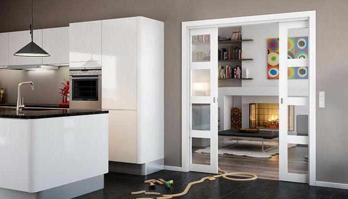 schiebetür doppelt glas weiße küchenfronten schwarze bodenfliesen laminat schwarzer couchtisch teppich