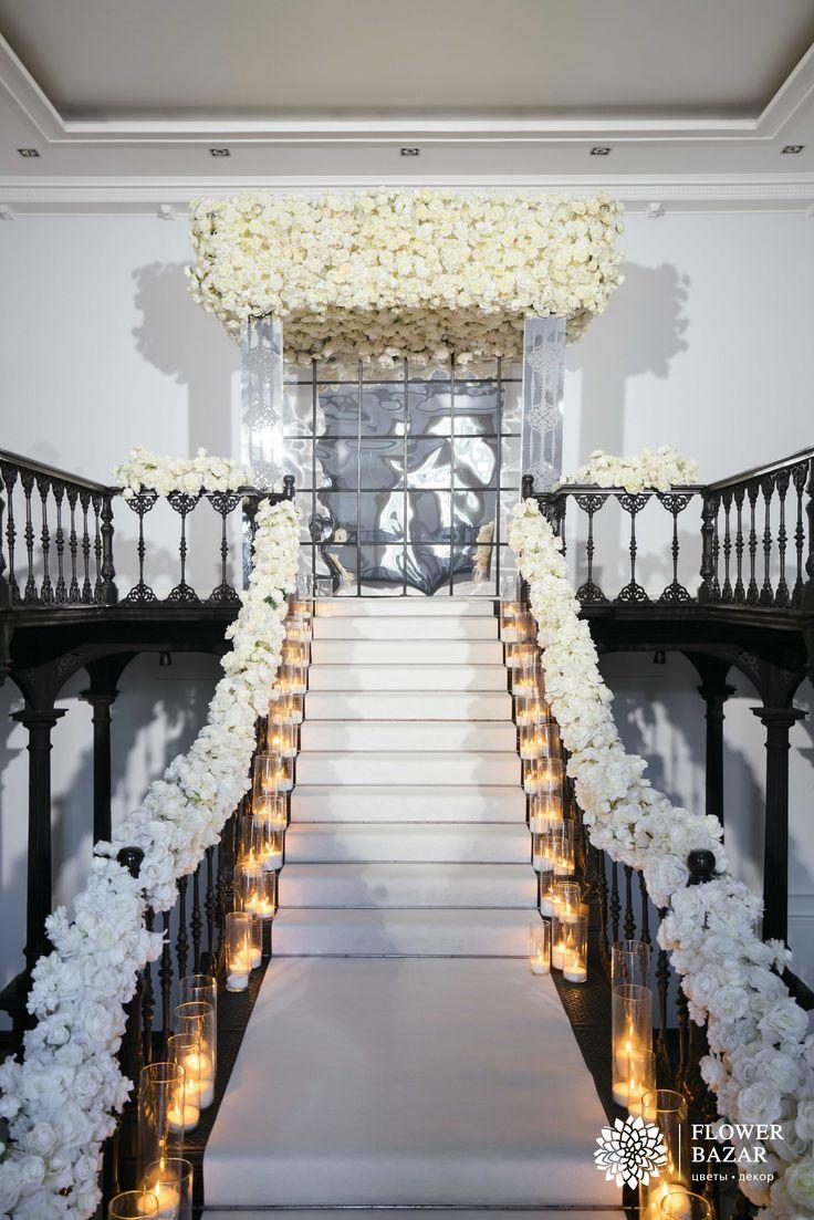 Свадебная церемония, свадебная арка, выездная церемония, свадебный декор, свадебный декор 2016, свадебные идеи, свадебные цветы, свадебные декорации, свадебные композиции, свадебный декор, особняк, в помещении, свечи, перила, зеркальные