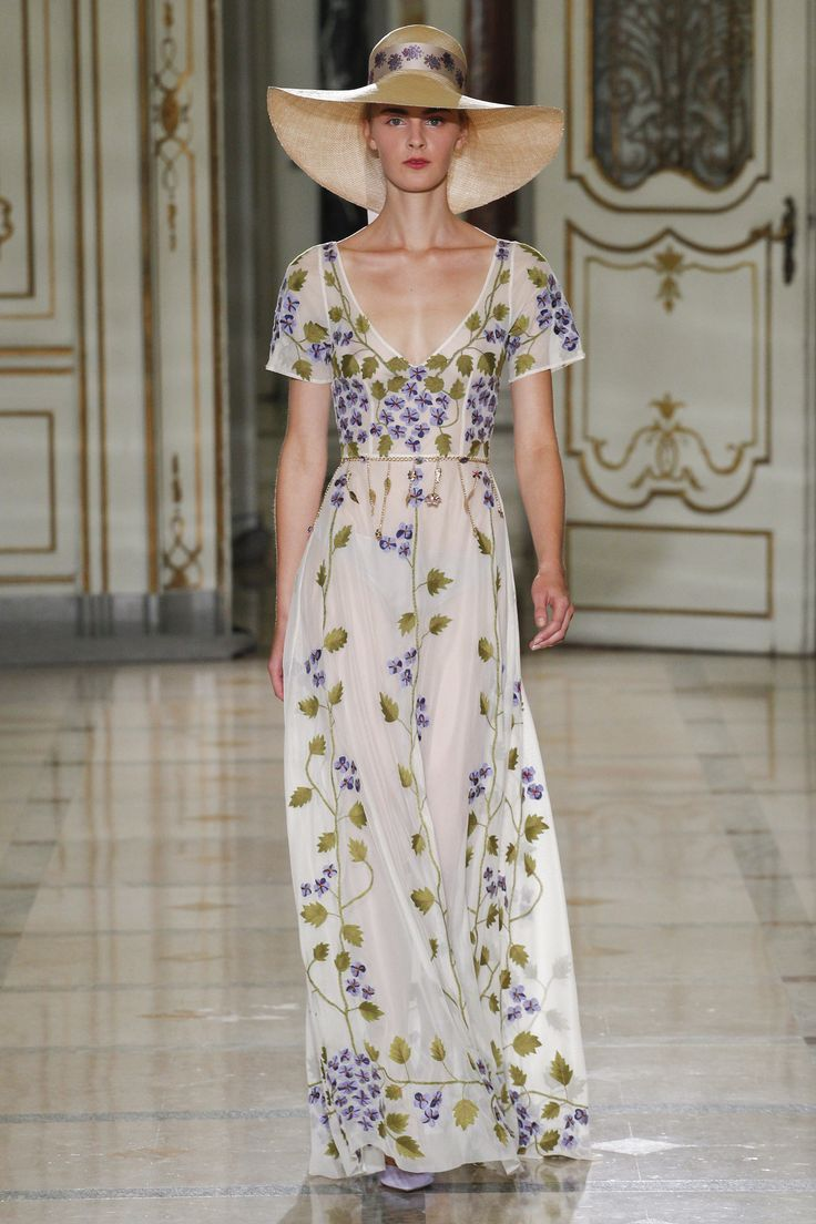 Luisa Beccaria Spring 2016 Ready-to-Wear Collection Photos - Vogue  http://www.vogue.com/fashion-shows/spring-2016-ready-to-wear/luisa-beccaria/slideshow/collection