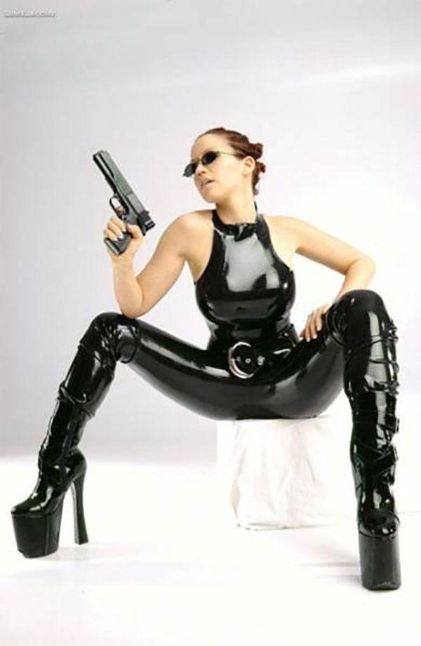 Эротика - девушки с оружием   Красивые голые девушки, эротические фото, эротика онлайн
