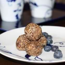 Healthy Blueberry Snack Bites. Dates, raisins, oats, walnuts, almonds ...