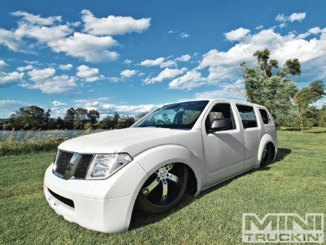Construction Zone - 2006 Nissan Pathfinder - Mini Truckin' Magazine stfu bodied Pathfinder!