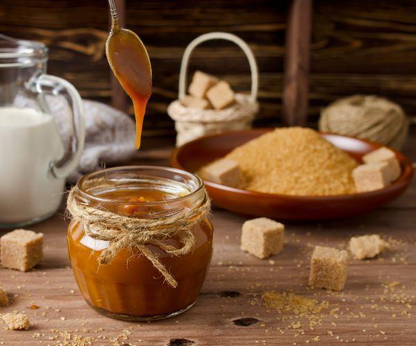 O açúcar refinado, além de não fornecer nutrientes ao nosso organismo, contém aditivos e outros produtos nocivos ao nosso corpo.