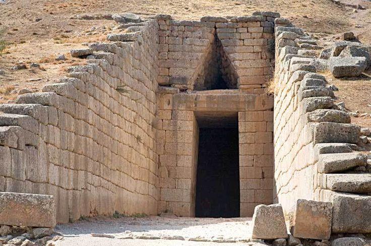 TOMBA DI ATREO- tomba a tolos situata nei dintorni di Micene, II millennio a.C