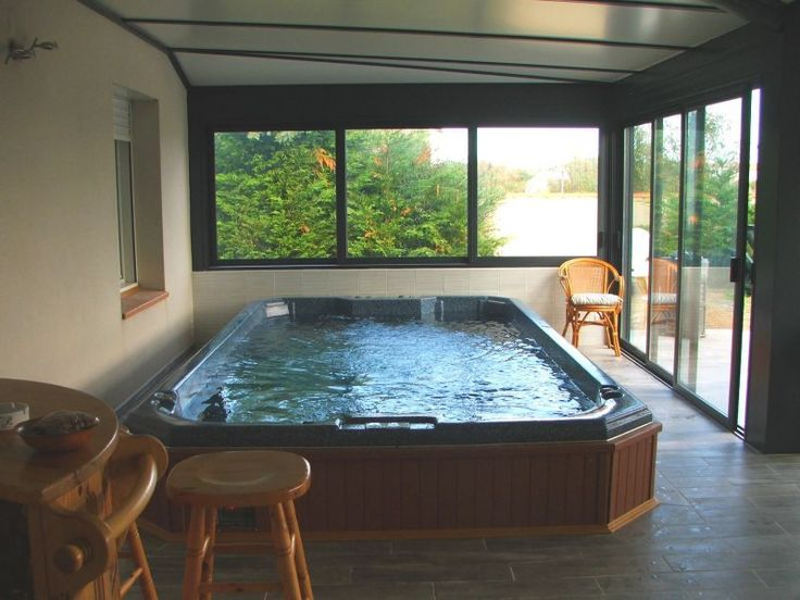 jacuzzi pas cher interieur spa de nage pas cher with. Black Bedroom Furniture Sets. Home Design Ideas