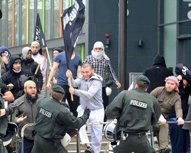 итак, началось… | флаг игил в германии среди беженцев, воюющих с полицией [фото, видео]