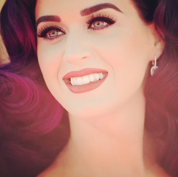 Coiffure cheveux violets, Katy Perry.