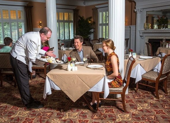 The Grand Dining Room Offers An Elegant Formal Experience During Your Jekyllisland Vacation