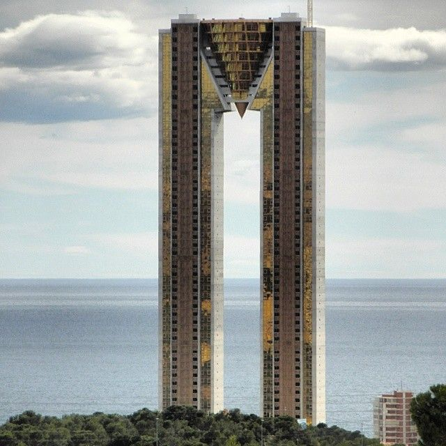 TALLEST BUILDING. INTEMPO, the tallest residential building in Europe.