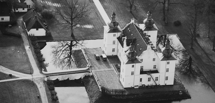 Engelsholm Højskole from the air! It's located in a wonderful spot in Jutland, Denmark with great nature and such. Very inspiring for a young artist :D