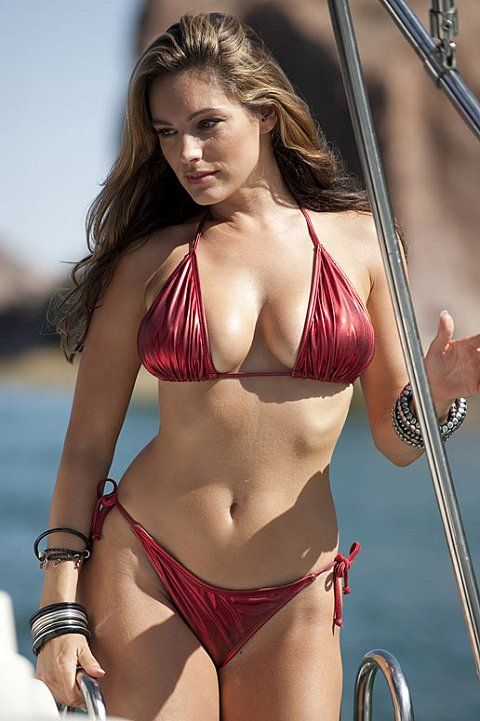 Kelly Brook is gorgeous! I love how she is fit and still curvy! More women need to focus on staying this way! She inspires me to stay curvy. BODY INSPIRATION