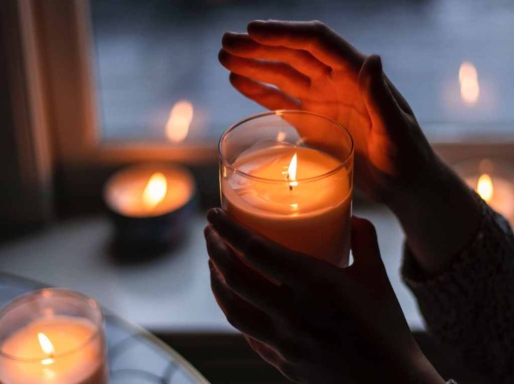 For a peaceful home, burn blue candles on Thursday. To overcome fear, burn red candles on Sunday. Red Candles, Fall Candles, Candle Wax, Votive Candles, Scented Candles, Homemade Candles, O Ritual, Candle Picture, New Moon Rituals