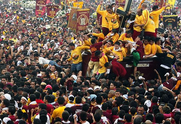 Every year, millions of devotees are gathering in Manila to celebrate the Feast of the Black Nazarene in Quiapo. This celebration has been capturing the attention of millions of tourists worldwide because there are reports that this patron saint is miraculous. Just like in the past years when they celebration this feast, both local and foreign tourists are now preparing to join the upcoming Feast of the Black Nazarene 2017.