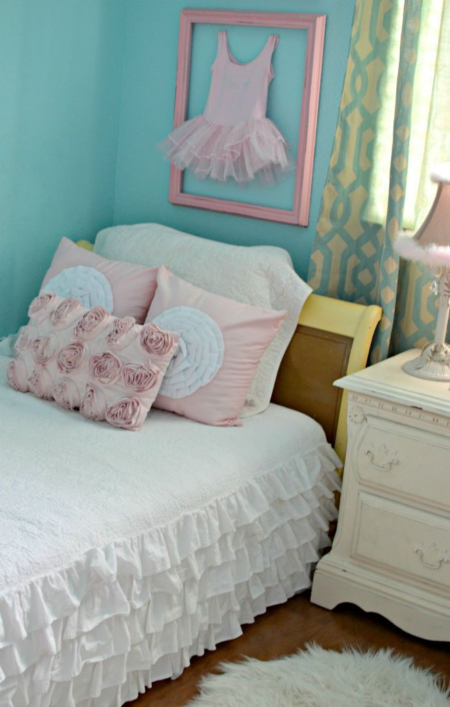 big pink bedroom white ruffle bedding things 10840