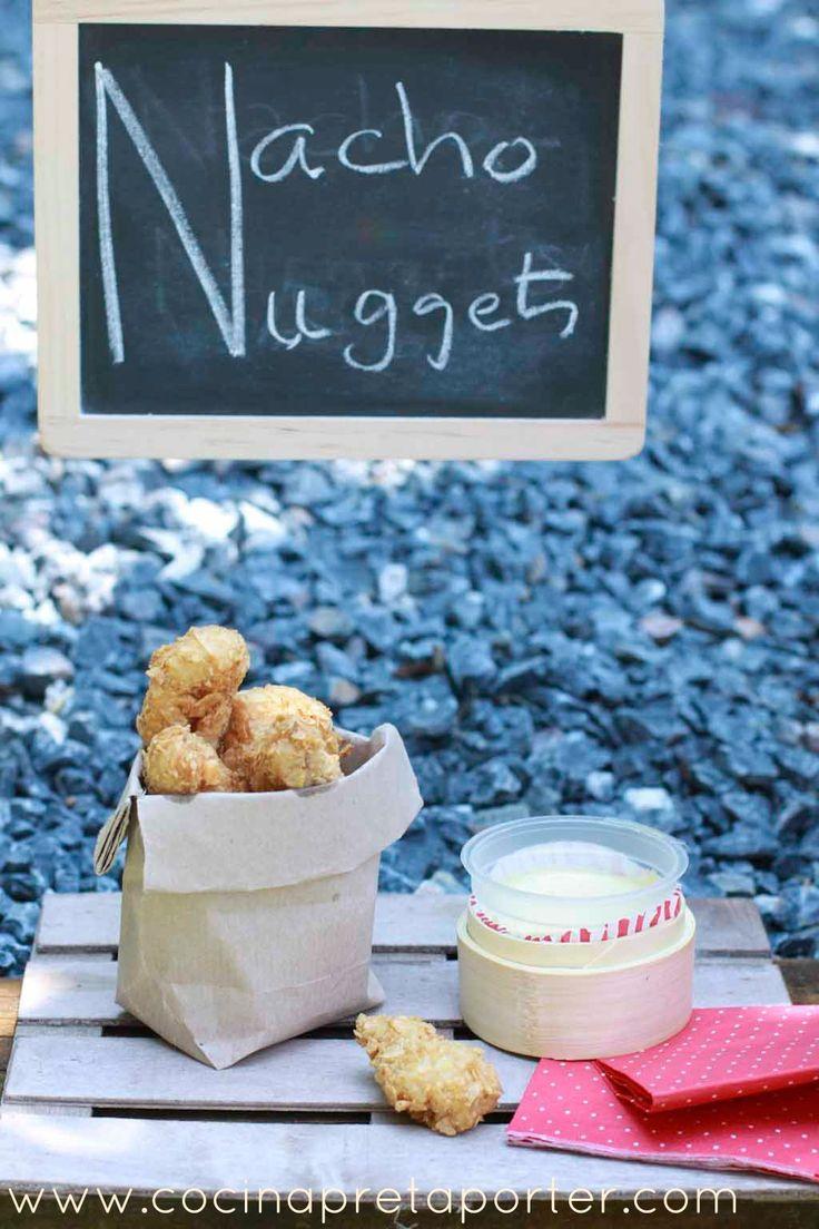 Nuggets de pollo rebozados con Nachos con salsa de mostaza y miel