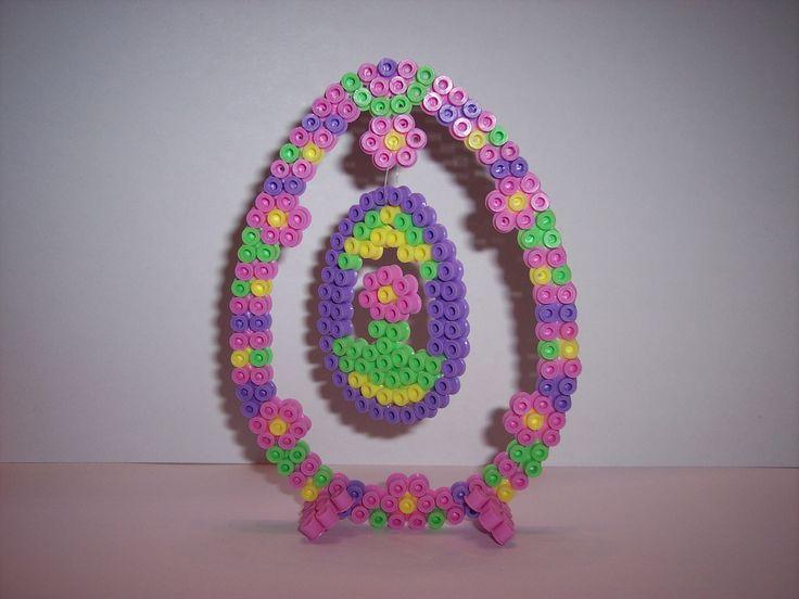 Décoration en perles Hama - Oeuf de Pâques rose suspendu