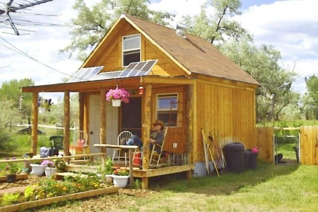 You Can Build This Tiny House for Less Than $2,000: This Tiny House is a Self-Sufficient Solar Powered Cabin