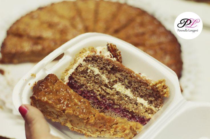 Trozos de Torta de Nuez mas Kuchen de Nuez