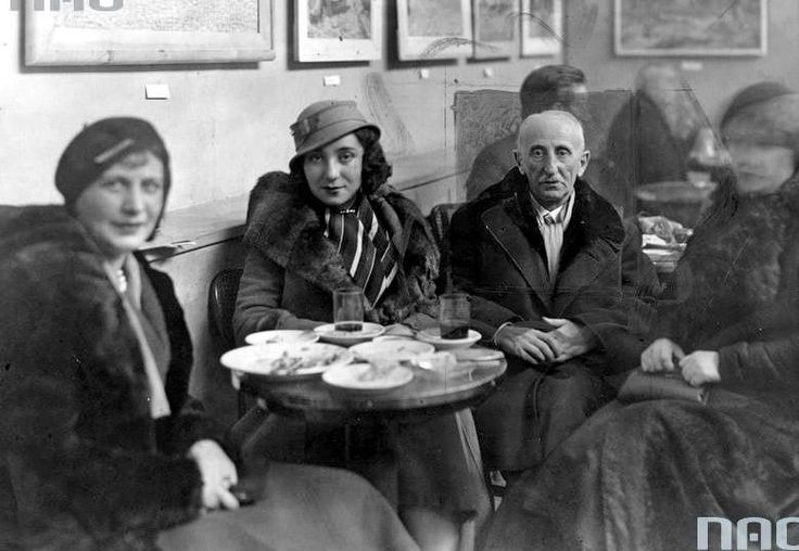Boleslaw Leśmian in a cafe with her daughter. Boleslaw Leśmian, formerly Boleslaw Lesman (b. January 22, 1877 in Warsaw, d. November 5, 1937 ibid) - Polish poet (Jewish).
