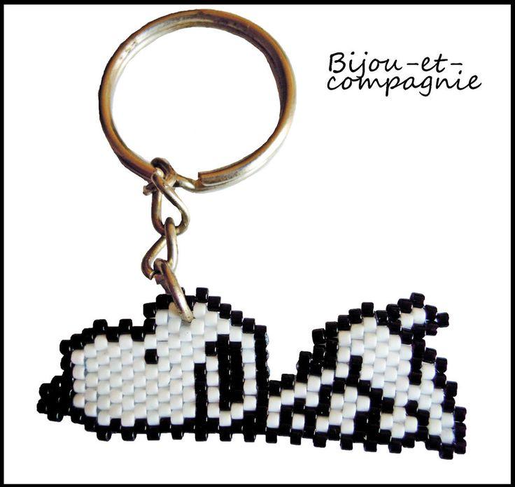 Snoopy en perles (fait main) porte clefs / miyuki peyote  bijou,chien