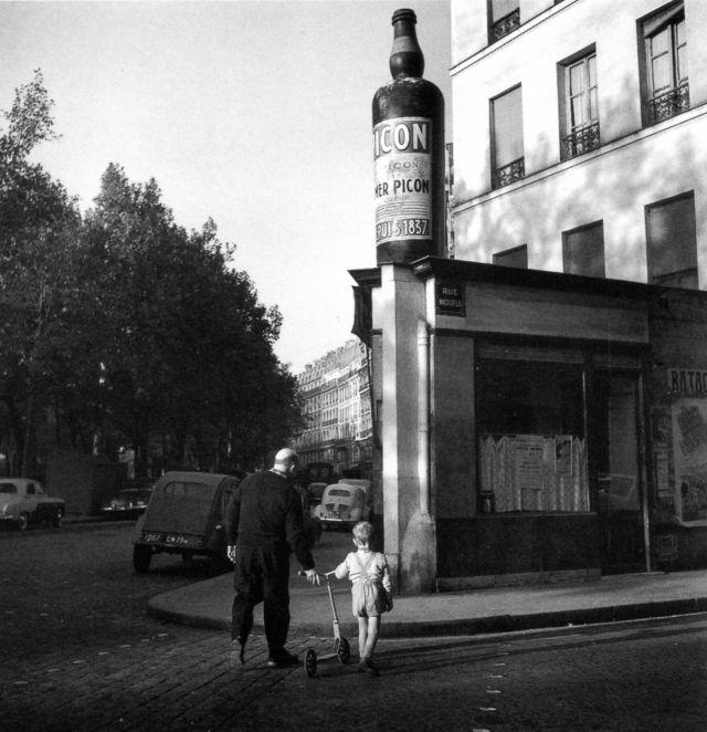 Robert DOISNEAU :: Boulevard Richard-Lenoir, October 1959