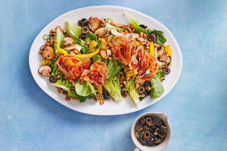 Die knapperige pancetta en mooi zwarte olijven zijn echt een gouden combinatie in deze lunchsalade met zwarte olijven - Recept - Allerhande