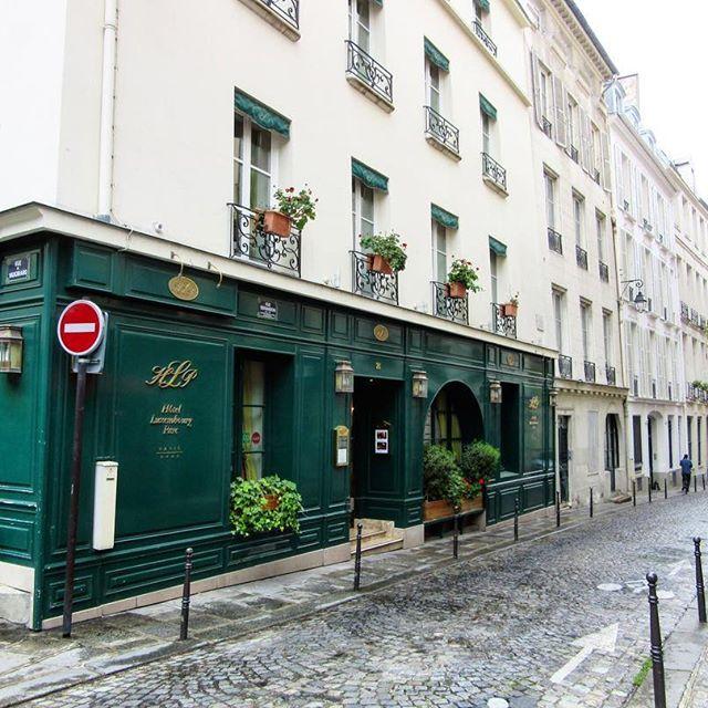 🇫🇷Walking through the streets of Saint Germain des Pres 😍 #myfavourite . . #hotelluxembourg #parishotel #saintgermaindespres #charming #thatview #trèsélégant #exploreparis #afternoonstroll #sopretty #amazing #magical #paris #breathtaking #thisisparis #instaparis #beautiful #picturesque #melbournelifelovetravel #visitparis #france #explore #enjoy #love #travel #iloveparis #instagood #instatravel #magnifique
