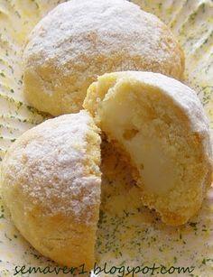 Hamurundaki irmik ve limonlu iç dolgusuyla nefis bir kurabiye, denemeniz tavsiyesiyle... İrmikli, limonlu muhallebili dolgulu kurabiye... http://semaver1.blogspot.com.tr/2007/05/kurabiye-ye22.html