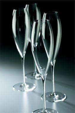 <木村硝子店>泡の立ち方が美しいフルートグラスは、私のようなシャンパン好きにはたまらない! 1910年の創業よりハンドメイドの繊細さとモダンなデザインにこだわっている、『リシェス』でもご紹介したブランドです。  ●木村硝子店  tel.03-3834-1781 Photo:JUN NAKAMURA【25ans編集長 十河ひろ美】 lexus.jp/... ※掲載写真の権利及び管理責任は各編集部にあります。LEXUS pinterestに投稿されたコメントは、LEXUSの基準により取り下げる場合があります。
