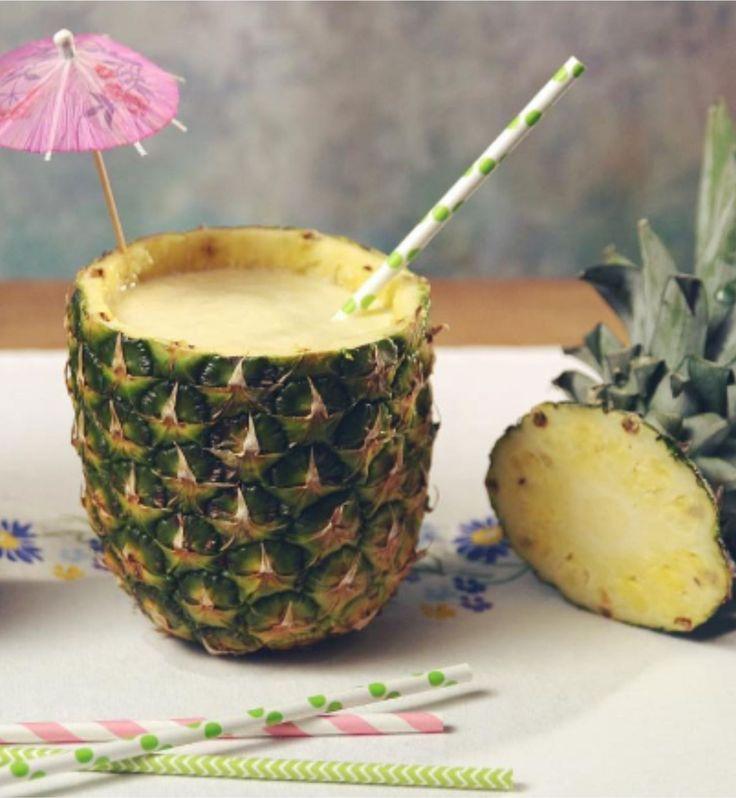 Limonada Suíça COM Abacaxi, servida NO Abacaxi. Refrescante e deliciosa!