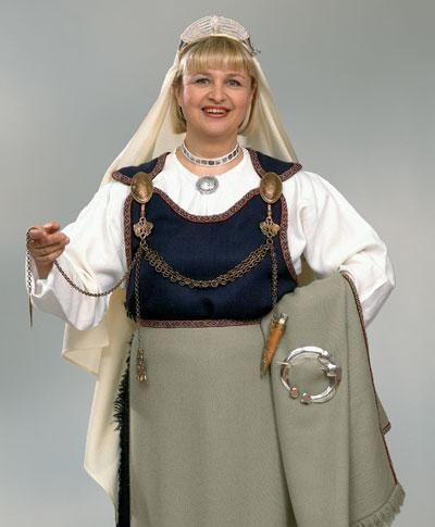 Karjala dress with replica jewelry from Kalevala Koru.