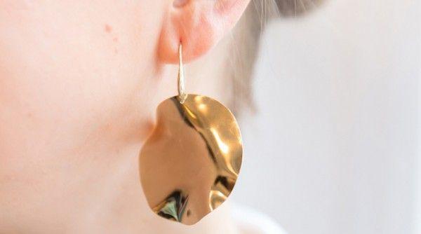 Boucles d'oreilles cercles 4,5cm de diamètre Ondulées et dorées à l'or fin  Commandez sans crainte: paiement sécurisé, satisfait ou remboursé, retours gratuits  Des questions sur ce bijou ? Contactez-nous ici:Formulaire de contact