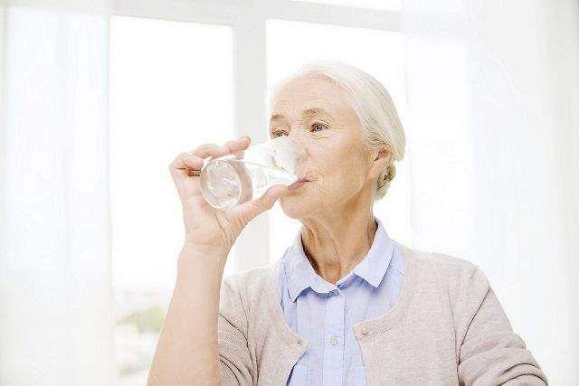 Hjælp til ældre der får for lidt væske